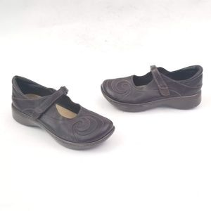 Naot Made in Israel Leather Clogs w velcro strap